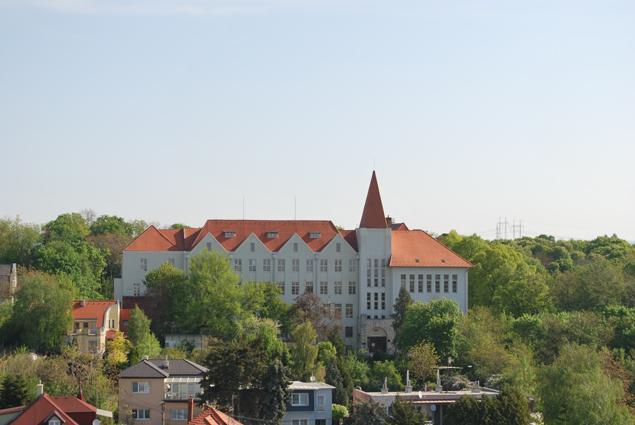 Budova_bývalého_učiteľského_ústavu_levice