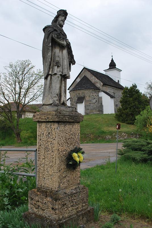 Kamenná socha sv. Jána Nepomuckého
