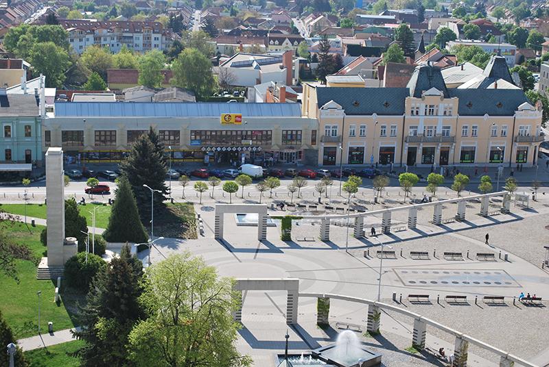 Námestie hrdinov Levice Pomník padlým 2. sv. vojny