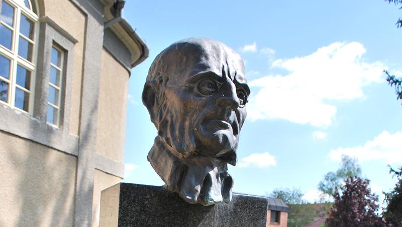 Socha Karola Kuzmányho Levice